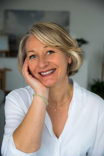 Véronique Debove